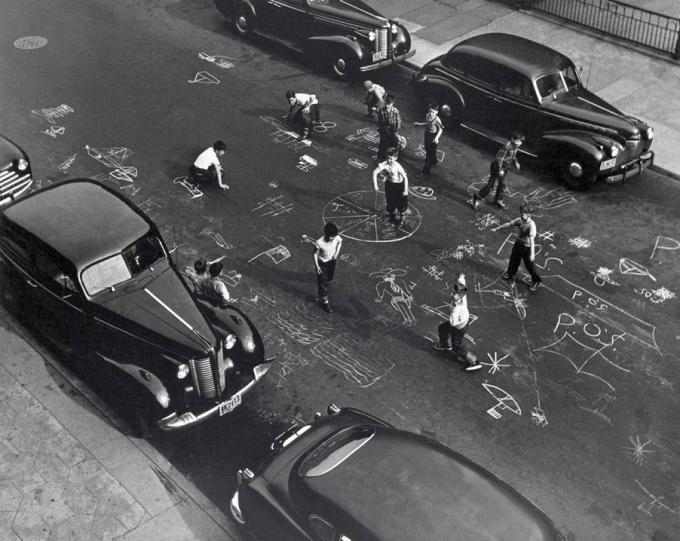 Arthur Leipzig - Brooklyn chalk games 1950
